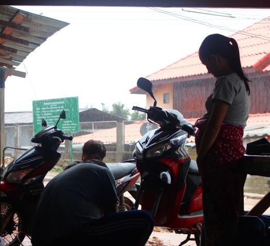 motorbike, flat tire